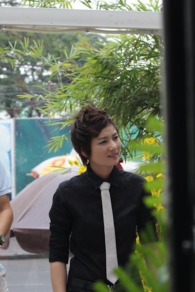 Phi Thanh Vân dẫn học trò tới mừng Nam Cường - 2