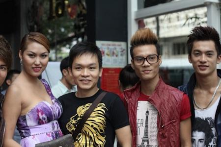 Phi Thanh Vân dẫn học trò tới mừng Nam Cường - 5