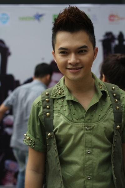 Phi Thanh Vân dẫn học trò tới mừng Nam Cường - 1