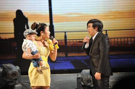 Ốc Thanh Vân mang con lên sân khấu
