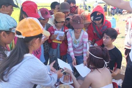Vy Oanh làm MV về quê hương đất nước