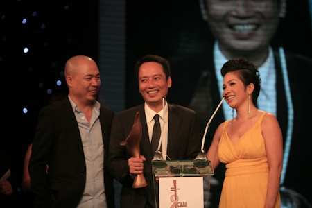 Tùng Dương lập kỷ lục, vợ chồng Mỹ Linh cùng chiến thắng