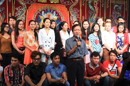 Ông Lê Duy Hạnh dặn dò các diễn viên trẻ