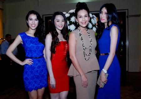 Daniela Nguyễn Thu Mây khoe dáng cùng với người đẹp Ninh Hoàng Ngân