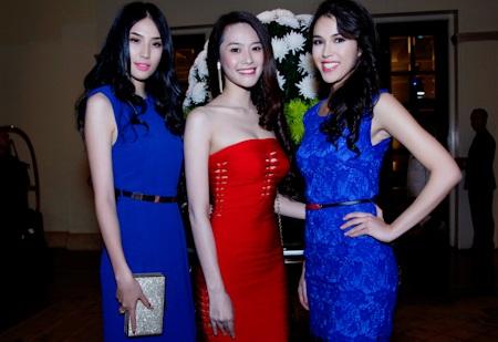 Thu Mây chụp hình lưu niệm với Á hậu Minh Thư và Linh Chi