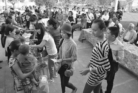 Đoàn đã đi thăm và tặng quà tại Quảng Bình
