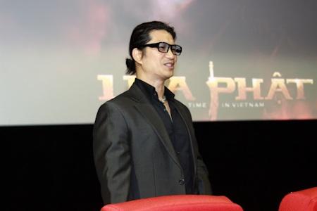 Dustin Nguyễn đảm nhận 3 vai trò trong phim, vừa viết kịch bản, đạo diễn và kiêm luôn vai chính