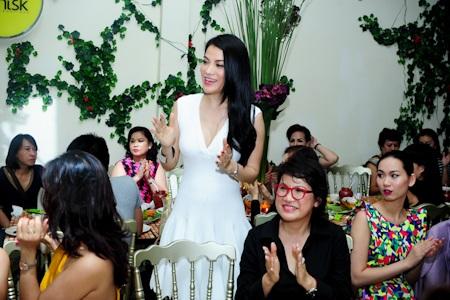 Trương Ngọc Ánh nói lời cảm ơn tới bạn bè vì đã nhớ và đến chia vui cùng cô