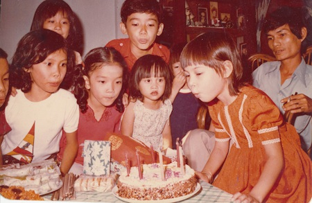 Thanh Thảo lúc 5 tuổi, được cậu đưa đi chơi ở Nha Trang.