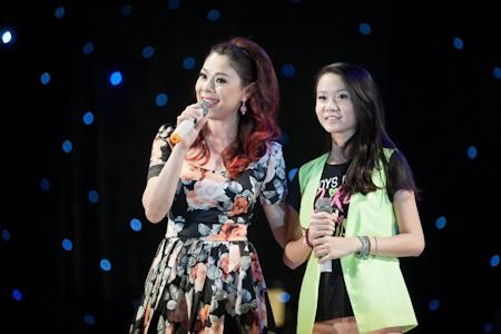 Mr Đàm và các học trò đồng ca một ca khúc của nhạc sĩ Thanh Tùng có tên: Em và Tôi.