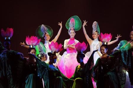 Nhà hát Ca múa nhạc dân tộc Bông Sen đón nhận kỷ lục Guinness