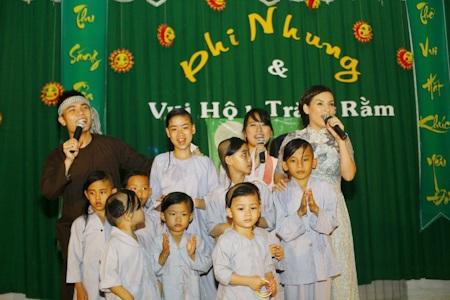 Phi Nhung và các con