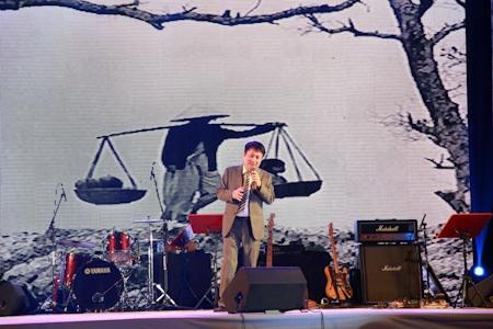 Nghệ sĩ Trần Mạnh Tuấn với hai ca khúc rất quen thuộc là