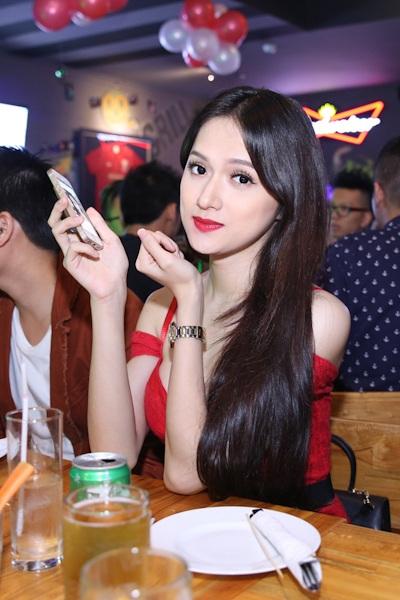 Nam Cường và Hương Giang khá thân thiết với nhau