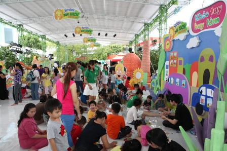 Rất đông gia đình đã đến tham gia ngày hội
