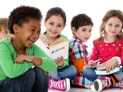 Bạn cũng có thể giúp đỡ con trong việc kết bạn bằng cách mời bạn cùng lớp của con tới chơi nhà.