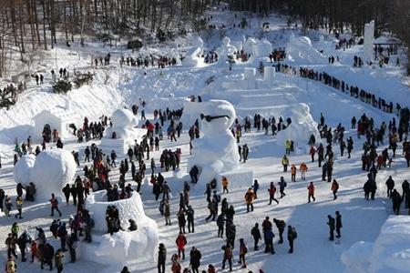 Không khi sôi động của mùa lễ hội núi tuyết Taebaeksan