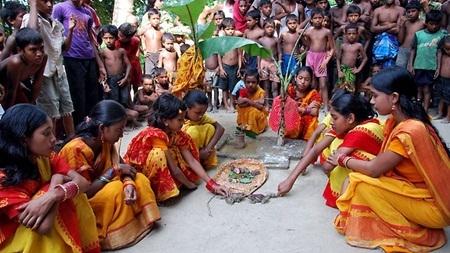 Một đám cưới ếch tại ngôi làng Ấn Độ dưới sự chứng kiến hàng nghìn người