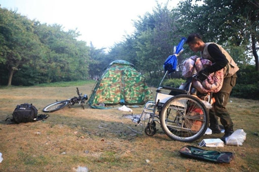 Họ đã dừng lại trên núi Liễu Châu và cắm trại 2 ngày