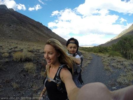 Mỗi chuyến đi, mẹ bé đều lưu lại khoảnh khắc đáng quý