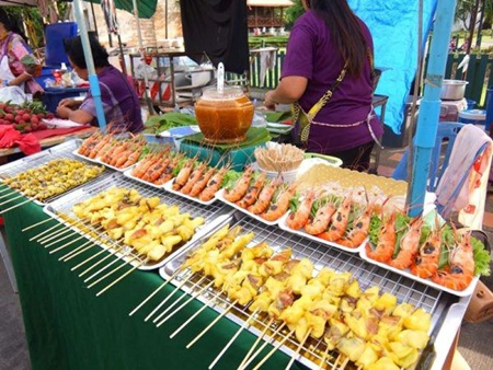 Các món ăn vặt trong chợ đêm Chiang Rai ở Thái Lan