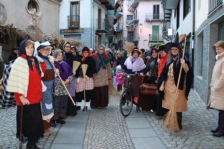 Lễ hội Befana gắn liền với hình ảnh bà phù thủy cưỡi chổi