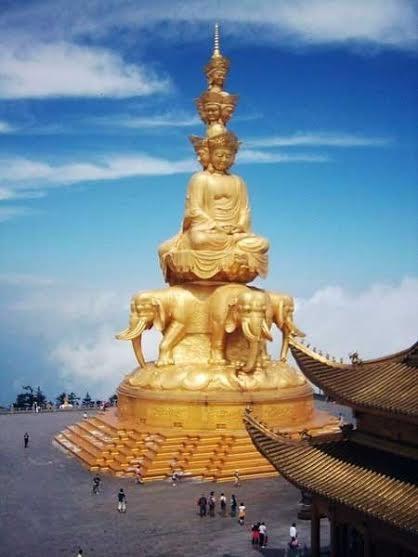 Tượng Phổ Hiền Bồ Tát ở chùa Vạn Niên