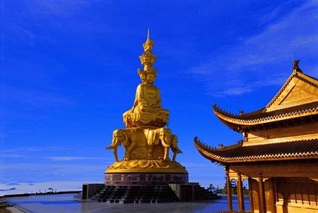 Đây là một trong những bức tượng Phật lớn nhất thế giới được mạ vàng