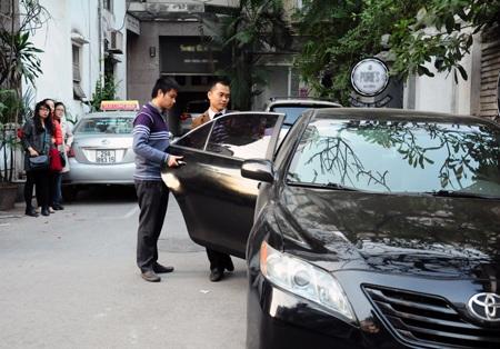 Quản lý mới của Topica được đưa đón đi làm ngay ngày đầu tiên bằng xe hạng sang của Uber