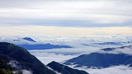 Ngẩn ngơ nhìn Ý Tý huyền ảo trong mây mù