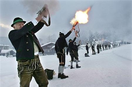 Bắn súng chào đón lễ Giáng sinh