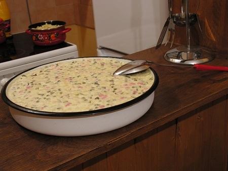 Món Salade Russe truyền thống của người Nga ăn vào dịp đón năm mới