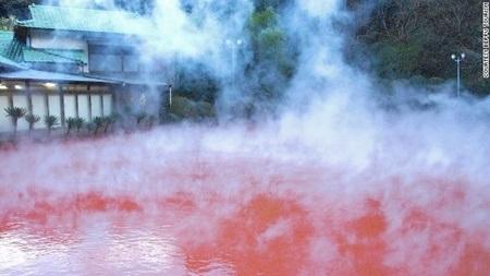 Những hồ nước nóng địa ngục lừng danh Nhật Bản