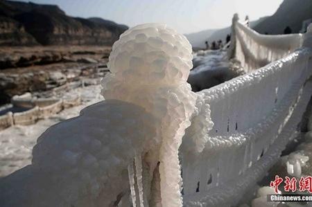 Sông Hoàng Hà đóng băng là một trong những hiện tượng thiên nhiên hiếm gặp ở Trung Quốc