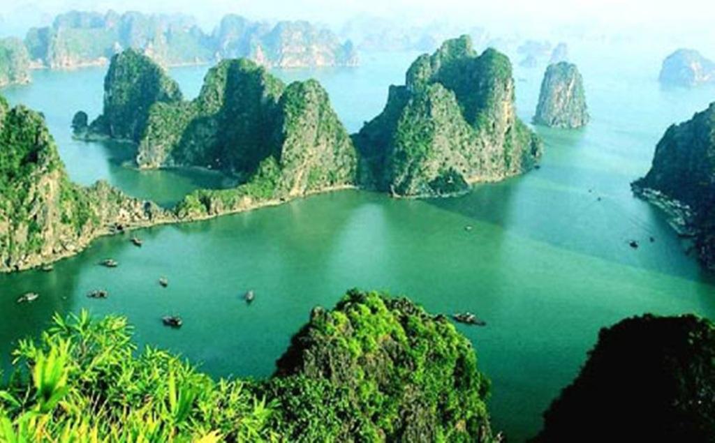 Vịnh Hạ Long là một trong những điểm đến thu hút khách nước ngoài bậc nhất Việt Nam
