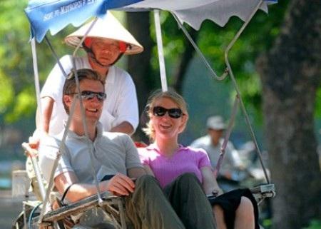 Đầu năm khách quốc tế đến Việt Nam giảm gần 10%
