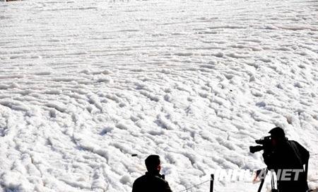 Du khách choáng ngợp trước vẻ đẹp dòng sông băng