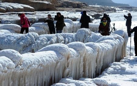 Dòng người đổ về ngắm cảnh băng giá trên sông Hoàng Hà ngày càng nhiều