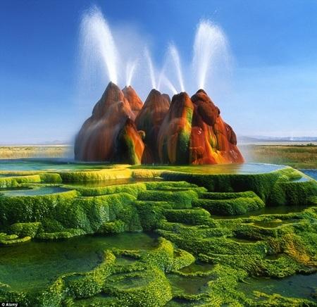 Vẻ đẹp huyền ảo của mạch nước phun Fly.