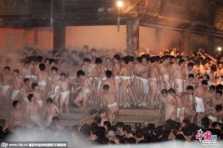 Hơn 9000 người tham dự lễ hội khỏa thân năm nay