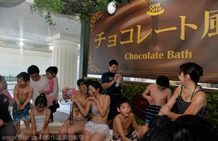 Spa tắm socola hút khách ở Nhật Bản
