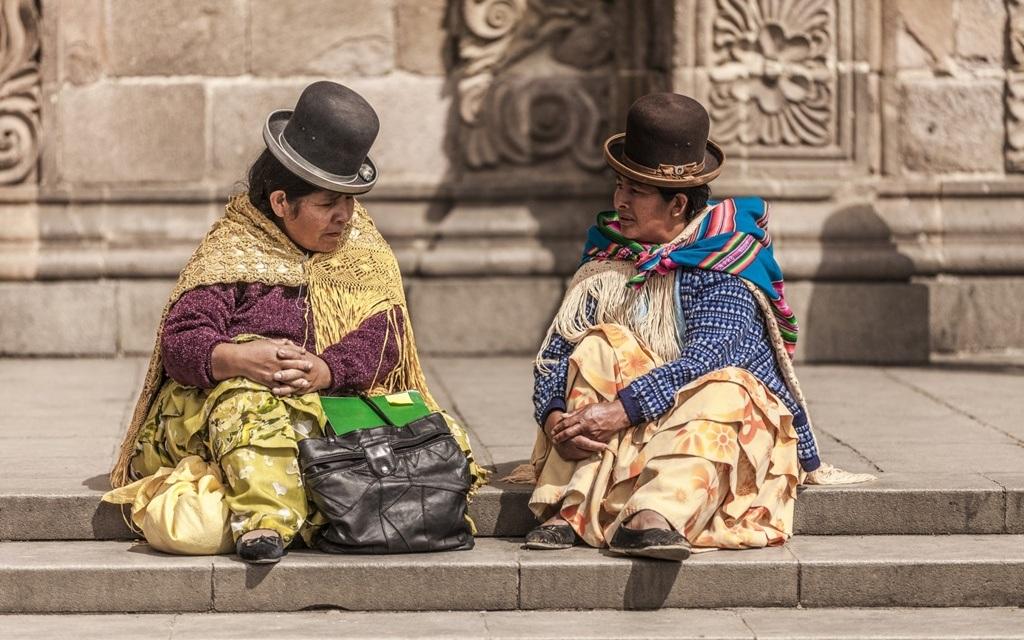 Mũ quả dưa là phụ kiện không thể thiếu trong trang phục của người Bolivia