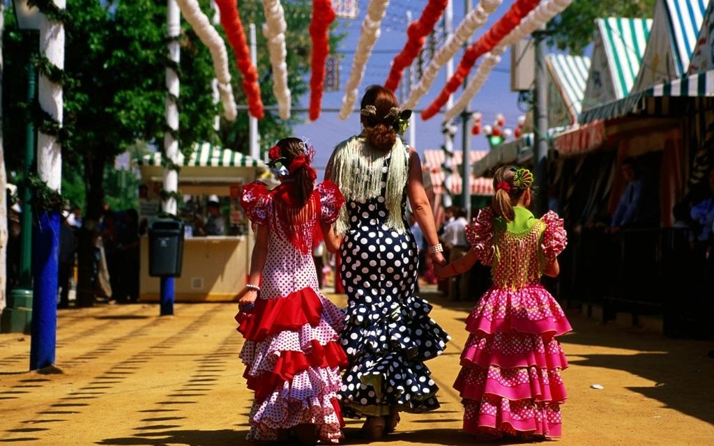 Chiếc váy Flamenco rất phù hợp với điệu nhảy Flamenco sôi nổi của người Tây Ban Nha