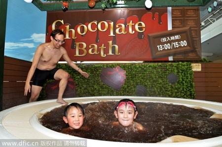 Mỗi bồn tắm được trang bị hệ thống sục massage