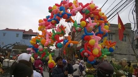 Chợ Tết nơi phố, chốn quê…