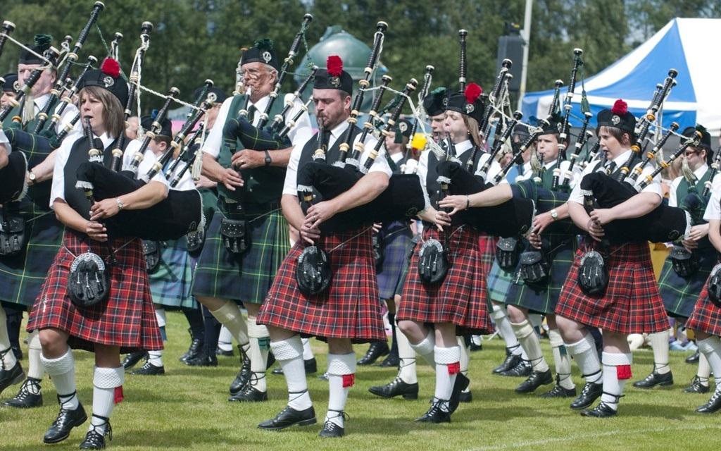 Váy kilt với đường kẻ caro đặc trưng dành cho nam giới ở Scotland
