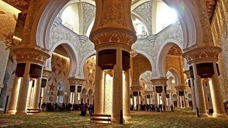 Tấm thảm khổng lồ được dệt tay bởi hàng ngàn thợ lành nghề