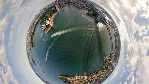 Toàn cảnh bến cảng và nhà hát con sò của thành phố Sydney được gói gọn trong hình quả địa cầu.