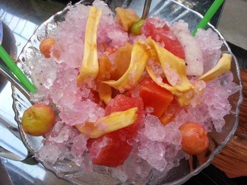 Trái cây dĩa với đủ màu sắc thơm ngon.