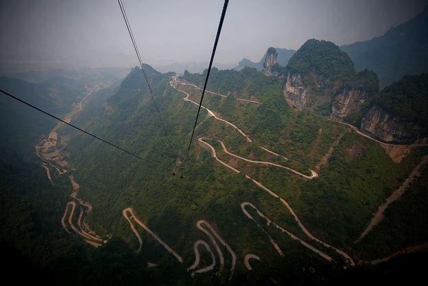 Những con đường kỳ vĩ và hiểm trở nhất trên thế giới